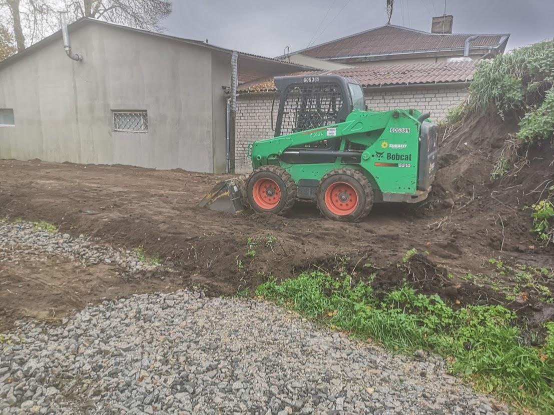 Mini ekskavatoriaus nuoma Vilniuje Polių gręžimas Bobcat nuoma 12